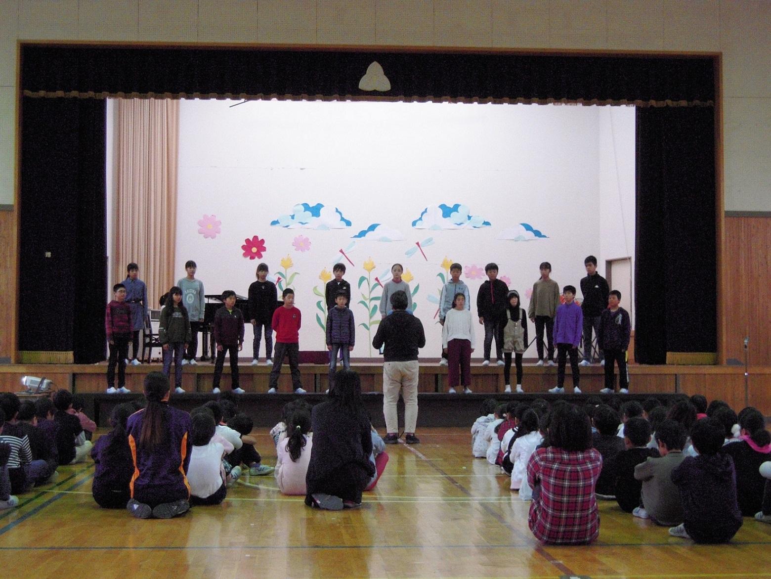 1029卒業音楽会の曲披露(6年)