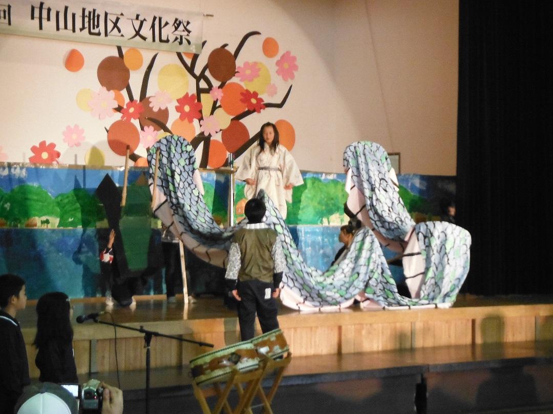 11・04中山地区文化祭(泉小太郎劇発表)