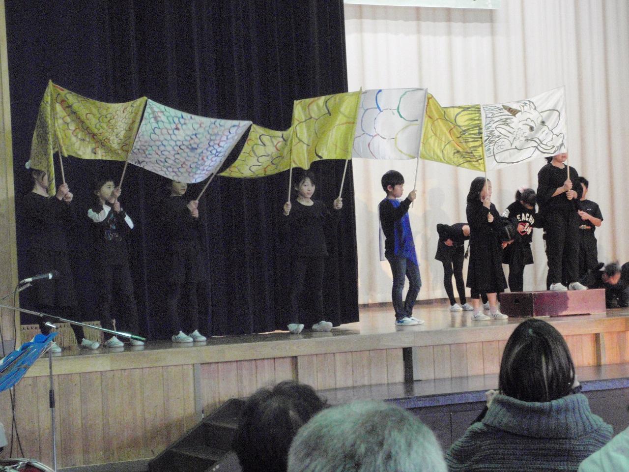 1103中山地区文化祭で発表(4年「泉小太郎」)