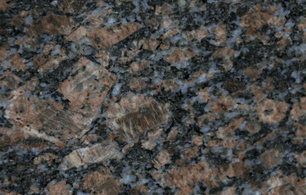 saphire-brown-close-up-1280x819-1030x659