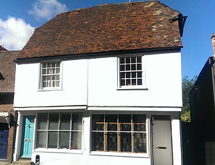 The front wall of this 17th century Tudor House in Canterbury has been restored and rendered using Traditional Lime Plastering materials.