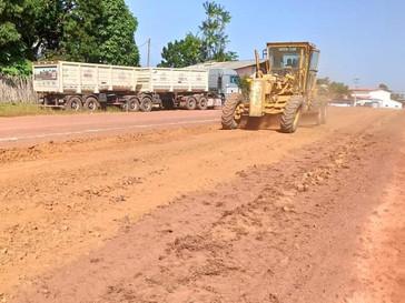 Iniciada a pavimentação com bloquetes da avenida do antigo aeroporto da cidade