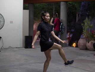 Le Festival Quatre Chemins présente de la danse contemporaine: Le public s'en réjouit.