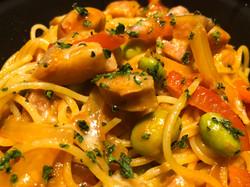 彩り野菜とソーセージのナポリタン