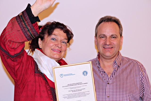 Marianne reçoit son prix