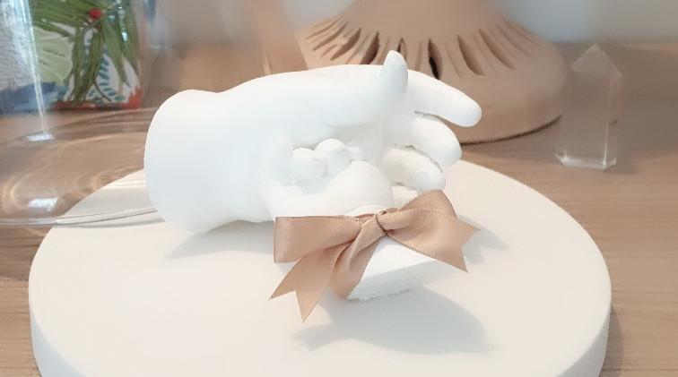 Moulage bébé empreinte en plâtre septine and co cadeau de naissance souvenir de grossesse Montpellier babycast handcasting