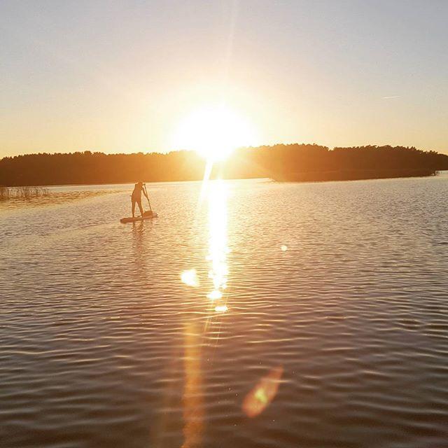 saulės palydėt #varomsupint #vasara #saulė #vakaras #trakai #irklentės #pamoka #sup #exploreyourworld #suplithuania #gosuplt