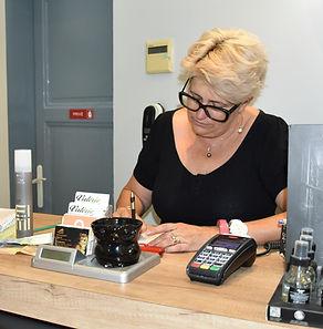 Valérie Coissieux, dans son salon Valérie Coiffure à Avignon