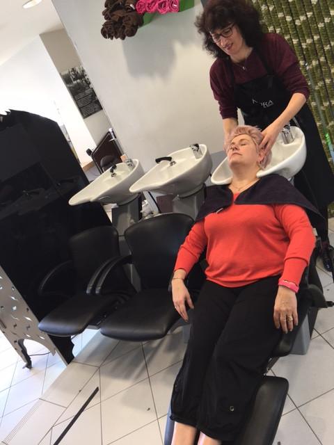 Massage du cuir chevelu chez Valérie Coiffure à Avignon
