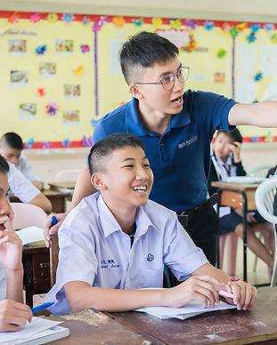 ครูผู้นำการเปลี่ยนแปลงกับนักเรียน.jpg