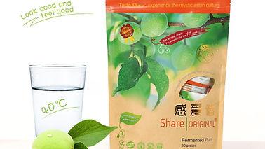 Share Pflaume mit Glas Wasser.jpg