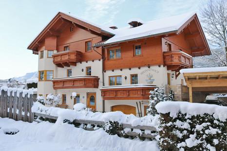 Brunnenhof Winter Außenansicht