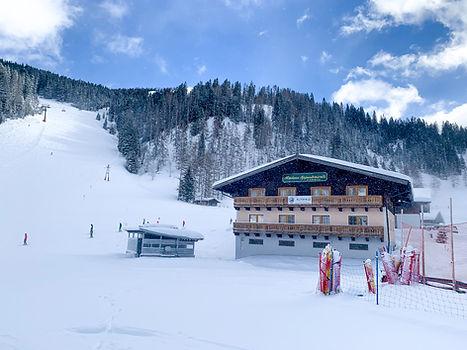 Almhaus_Außen_Winter.jpg