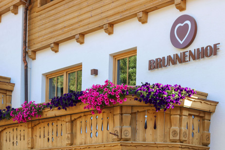 Brunnenhof Sommer Außenansicht