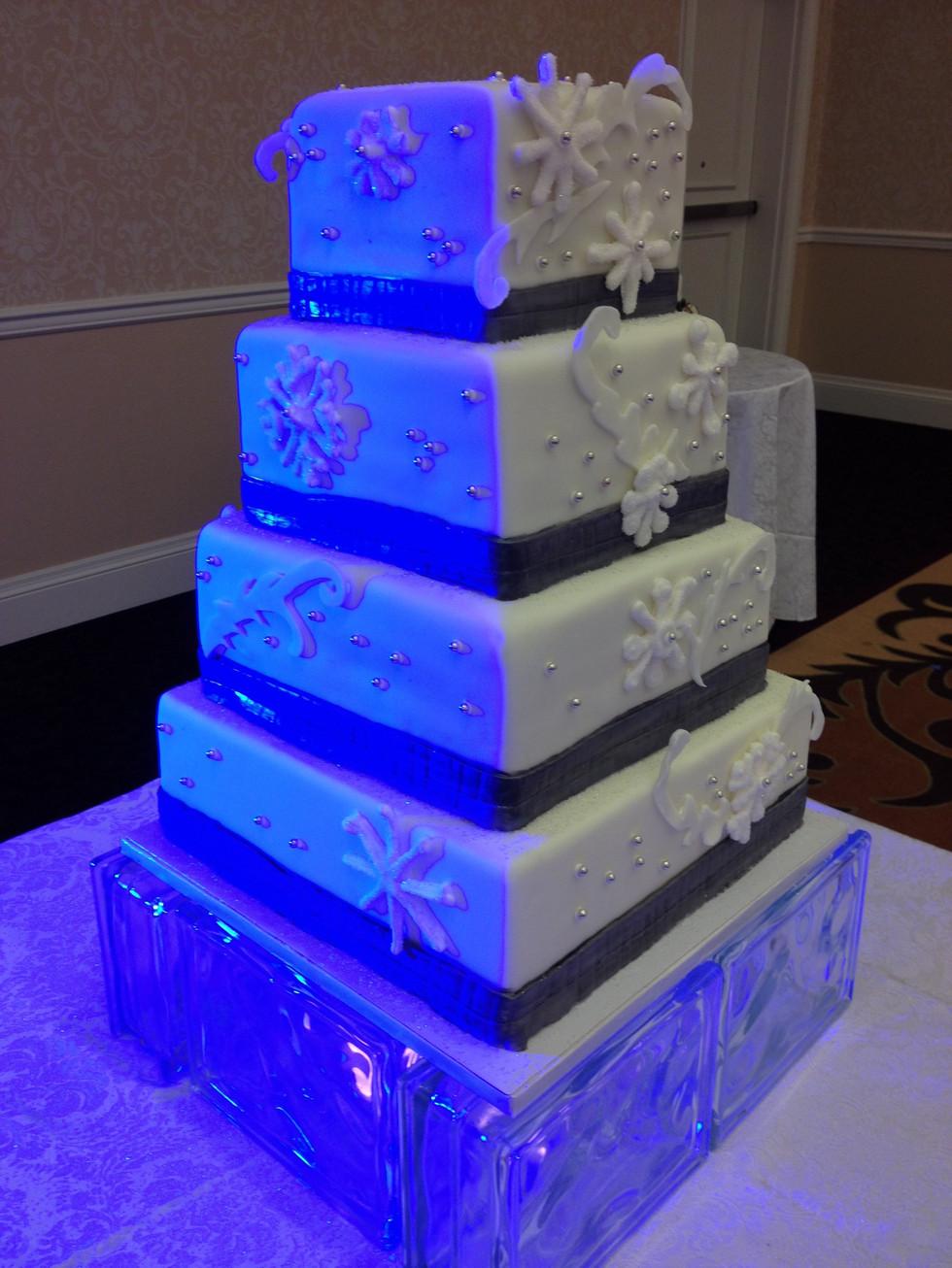 Wedding+winter+cake.JPG