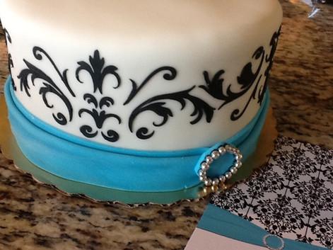 wedd+Damask+Cake.JPG