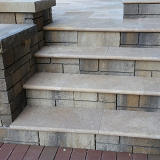 Tandem wall with travertine treads