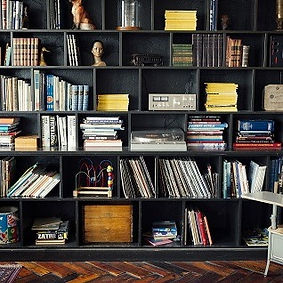 bookshelf-413705_1920-25_edited.jpg