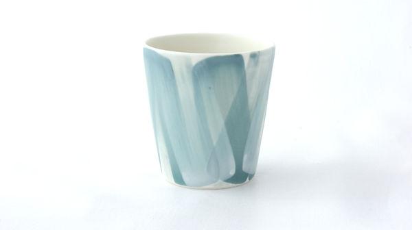 caroline prevost ceramique porcelaine coulage composition coup de pinceau engobes email poterie ceramique comtemporaine ateliers jouret lille roubaix lifestyle arts de la table bol tasse gobelet
