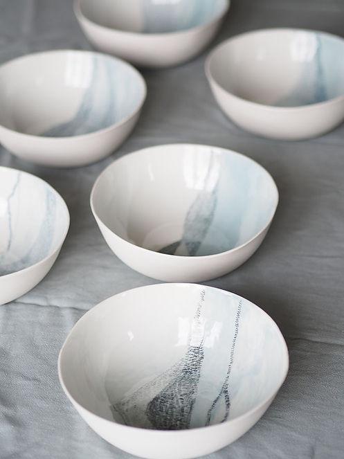 assiettes creuses le fil rouge roubaix lens caroline prevost ceramiques porcelaine peintes