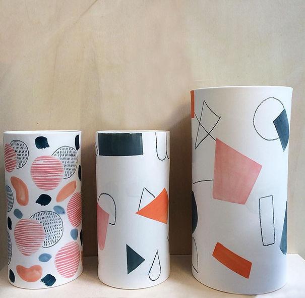 caroline prevost ceramique porcelaine poterie roubaix lille émail art ceramique contemporaine  ateliers jouret engobe creation geometrique motif dessin vase