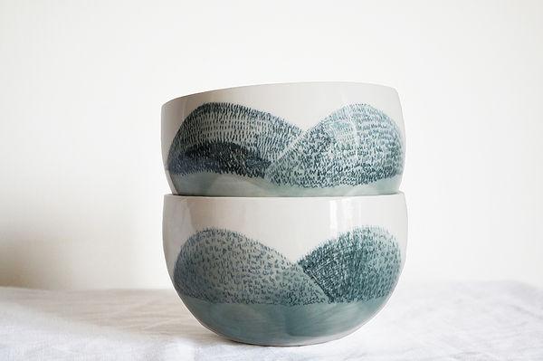 caroline prevost ceramiques porcelaine assiettes dessin illustration terrils louvre lens office du tourisme on y mange lille roubaix coulage email bol