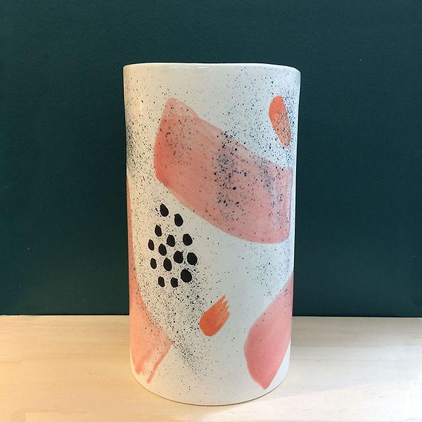 caroline prevost ceramique set porcelaine vase poterie coulage graphisme dessin taches d'émail traits ceramique comtemporaine lille roubaix ateliers jouret
