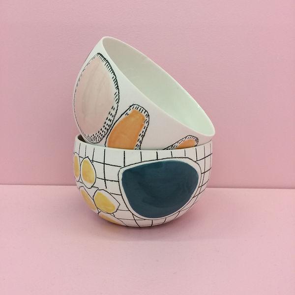 caroline prevost ceramique set porcelaine poterie coulage graphisme dessin taches d'émail traits ceramique comtemporaine lille roubaix ateliers jouret bol