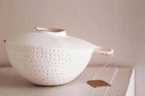 caroline prevost ceramique cocons porcelaine points or etiquette fil de soie art ateliers jouret lille roubaix