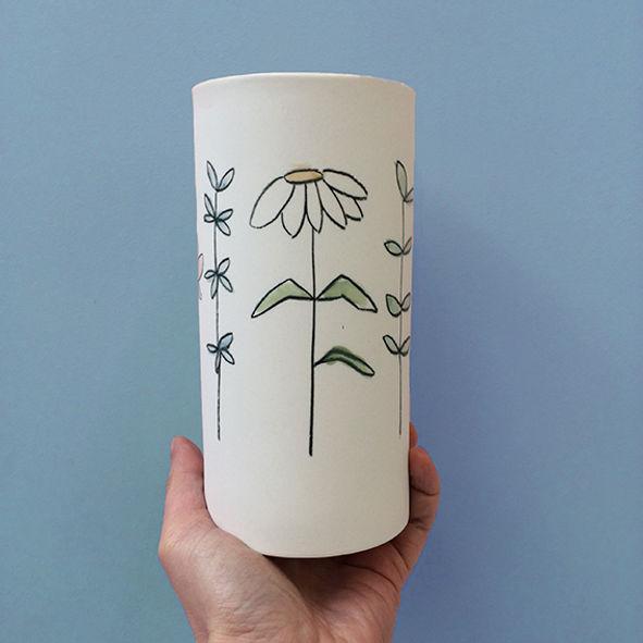 caroline prevost ceramiques porcelaine dessin illustration lille roubaix coulage email vase lifestyle arts de la table fleurs vegetaux
