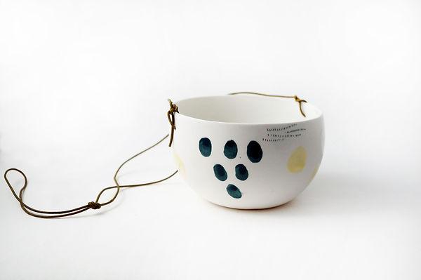 caroline prevost ceramique set porcelaine poterie coulage graphisme dessin taches d'émail traits ceramique comtemporaine lille roubaix ateliers jouret suspension