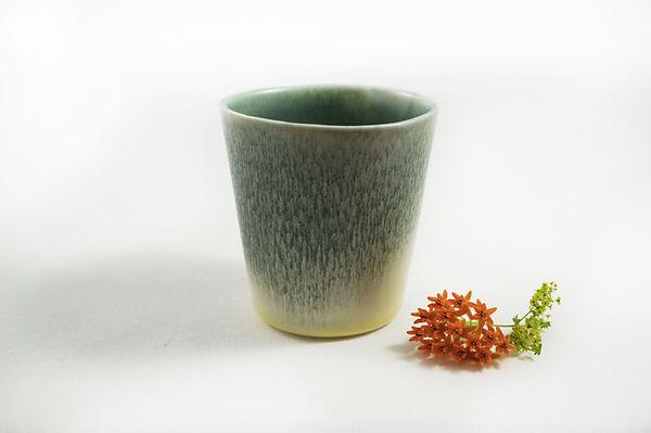 caroline prevost ceramique degradé porcelaine poterie roubaix lille émail art ceramique contemporaine  ateliers jouret gobelet tasse vert jaune gradient