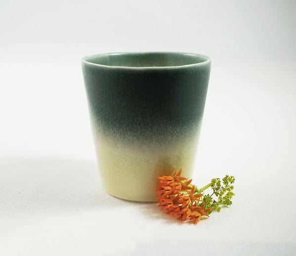 caroline prevost ceramique degradé porcelaine poterie roubaix lille émail art ceramique contemporaine  ateliers jouret tasse gobelet gradient vert jaune