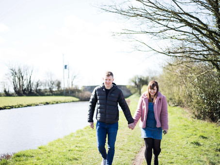 Relaxed and sunny pre wedding shoot by the canal sneak peeks