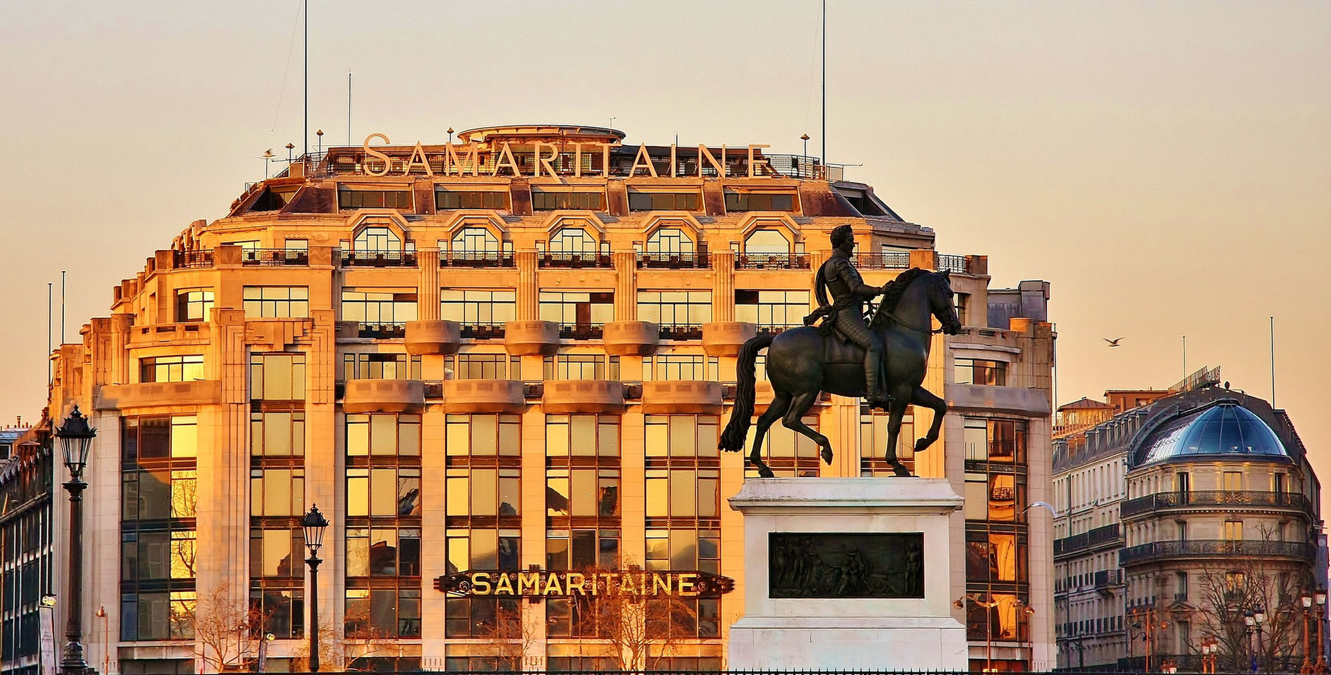 La_Samaritaine_and_Statue_of_Henri_IV_2.