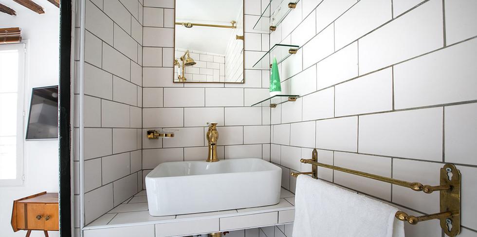 studio-avec-salle-de-bain-separee-appart
