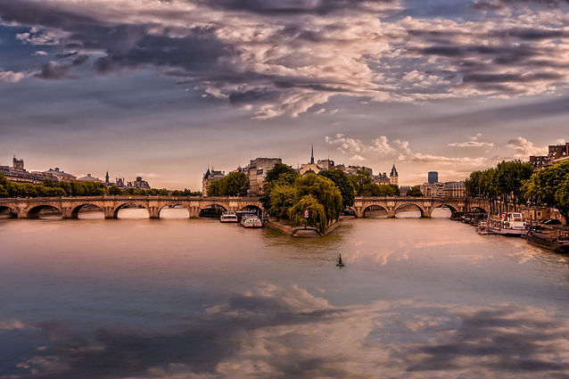paris-3175649_1920.jpg