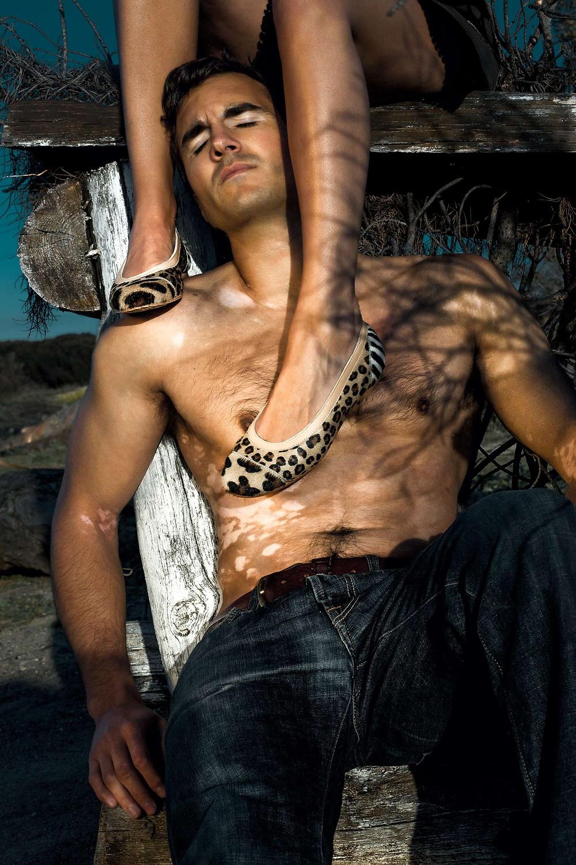 Fotografías para campaña de Manoletinos by Marta Carriedo. modelo con vitiligo y bailarinas animal print. Fotos por Carlos Aranguren, fotógrafo de moda en Madrid
