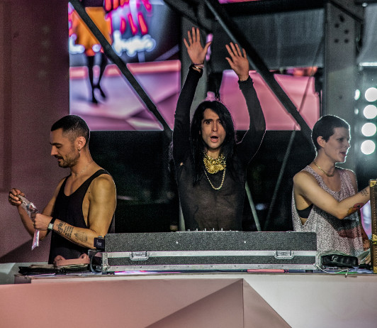 Mario Vaquerizo, Davidelfin y Bimba Bosé DJ. por fotografo Carlos Aranguren