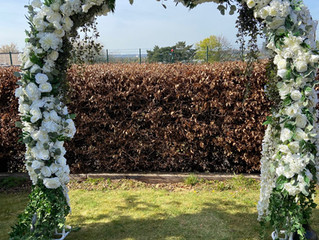 Introducing our stunning white & ivory wedding arch...
