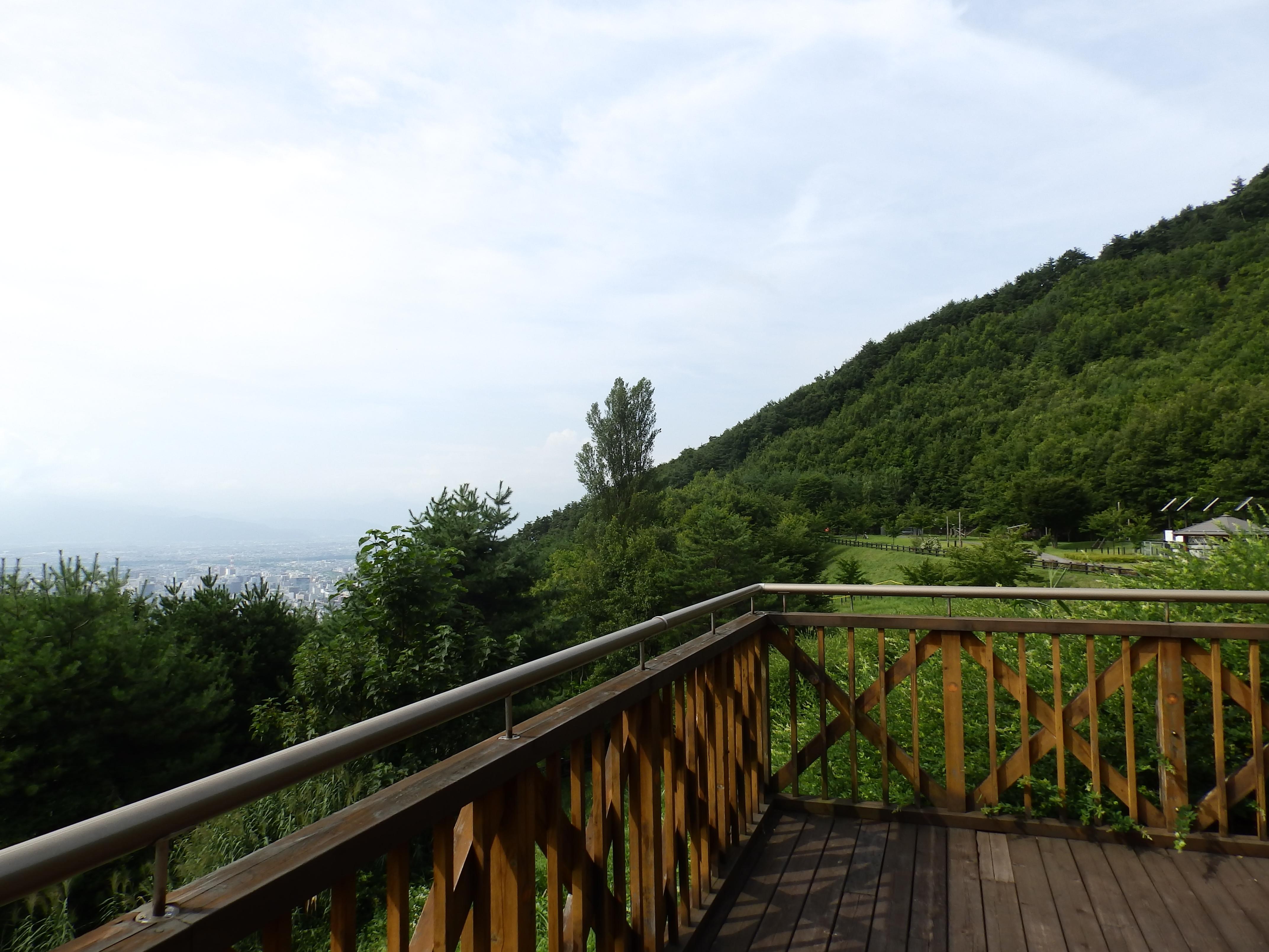 地附山公園展望台から長野市の展望です。