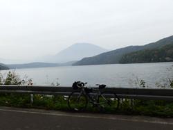 野尻湖北側の道路よりです。