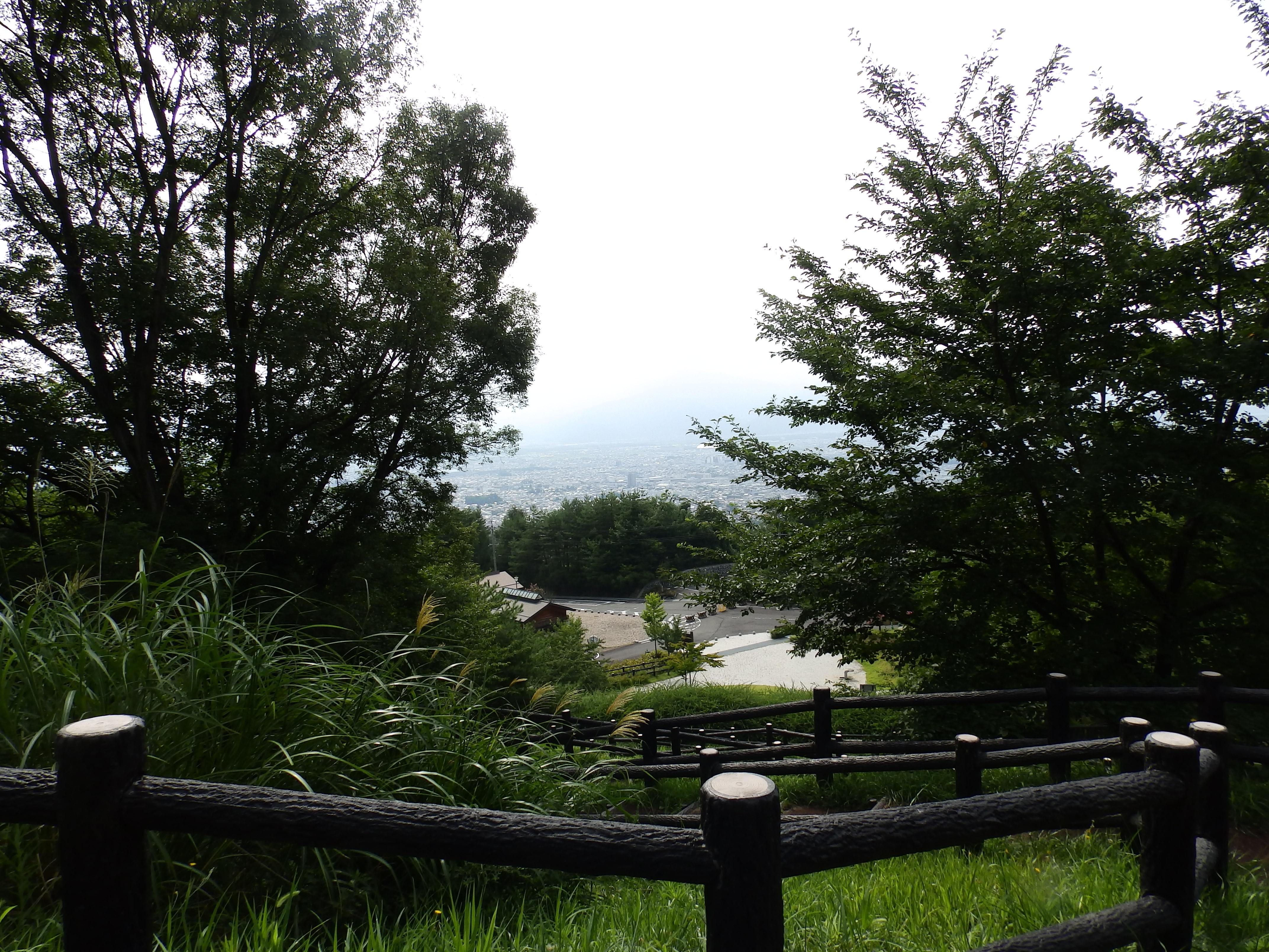 地附山公園内から長野市の展望です。