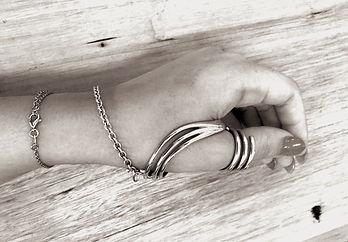 Tori hand brace 03_edited.jpg