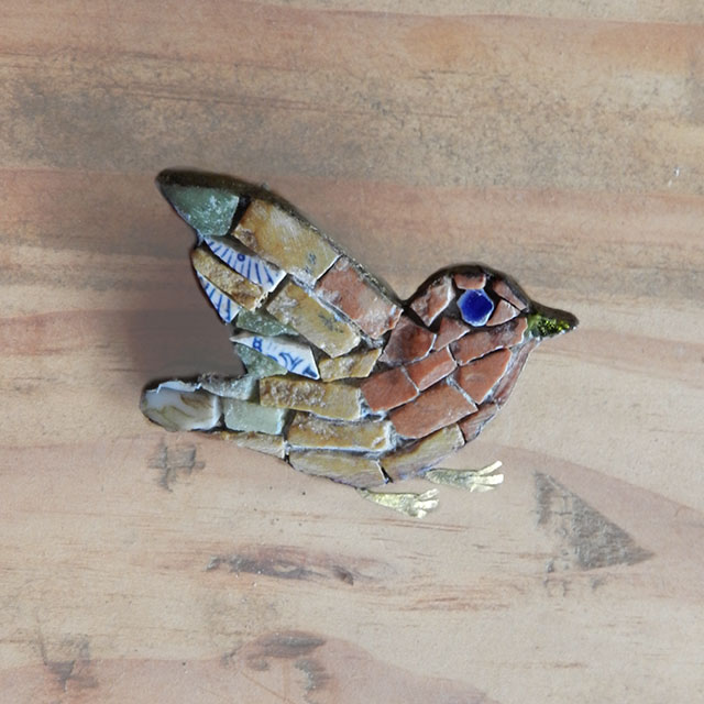 Mosaic Bird brooch -red