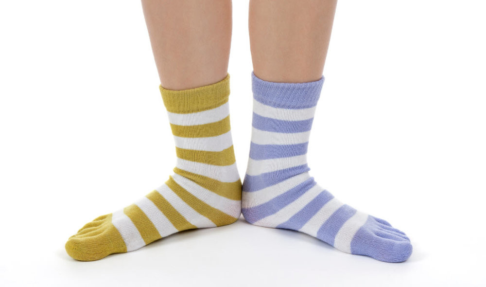 Photo of a person wearing mis-matched socks - play on words for matching META to Google's character limits