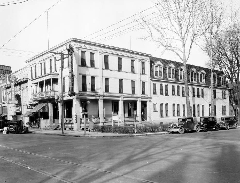 The Wakefield Hotel, Marietta College Fischer Collection