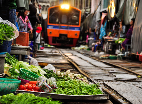 Maeklong Railway Market: One of the top bucket list you shouldn't miss in Bangkok
