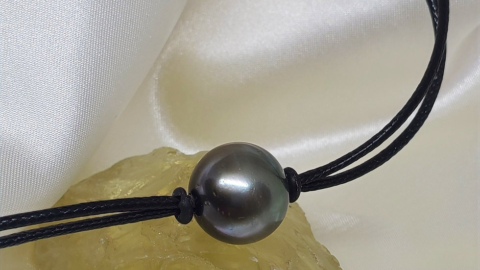 Black Tahitian Necklace in Leather
