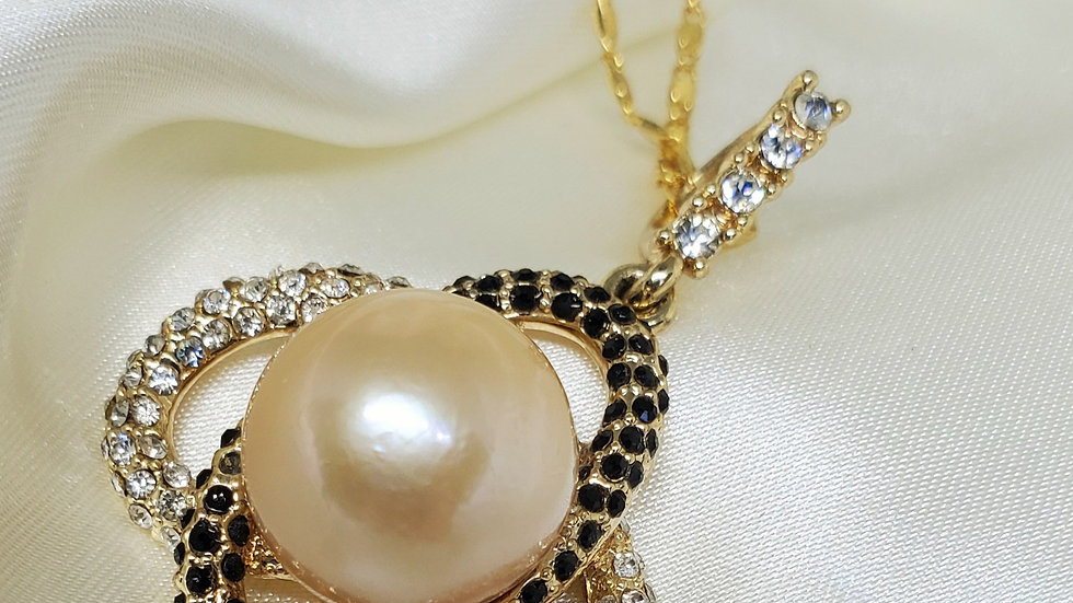 Single Pearl Double Oval Necklace